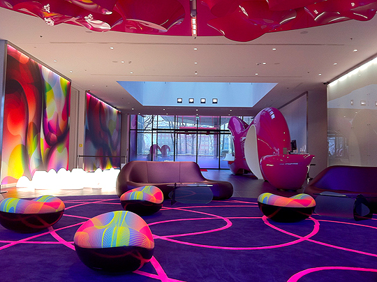 nh hotels blog meeting karim rashid nhow berlin designer. Black Bedroom Furniture Sets. Home Design Ideas