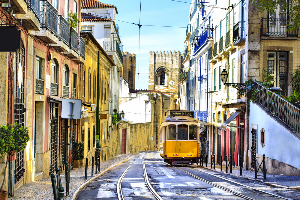 autumn_cities-lisbon-tram