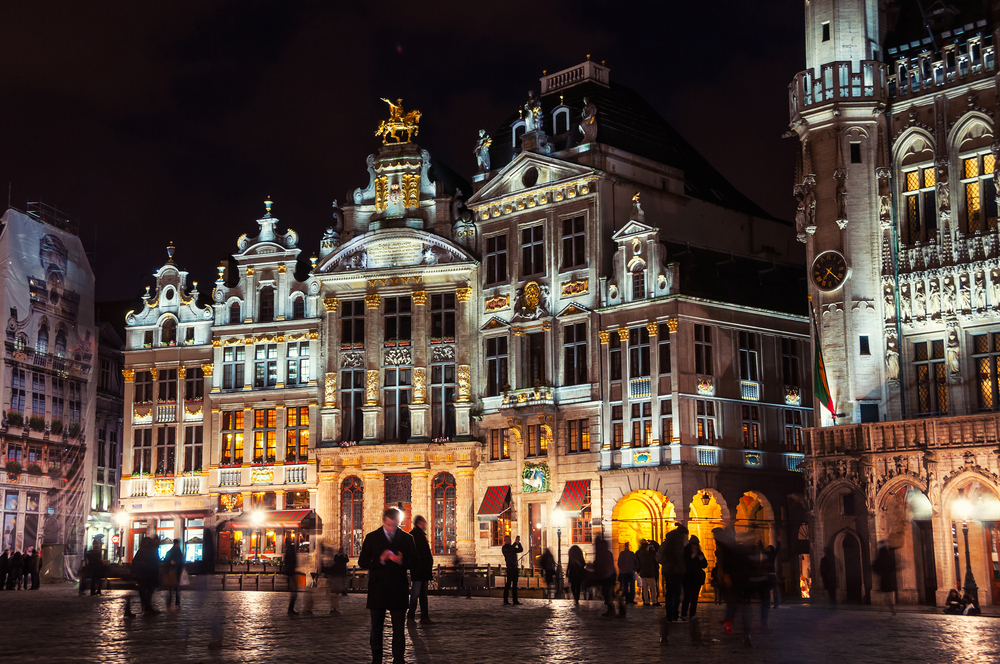 friends_getaways-brussels-grand_place_night